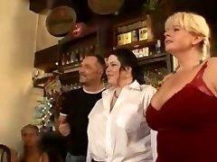 खूबसूरत विशालकाय महिला सेक्स पार्टी
