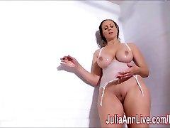сексуальная милф джулия энн пенится ее большие сиськи в душе!