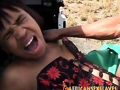 áspero al aire golpeando con una desagradable africano puta y enorme