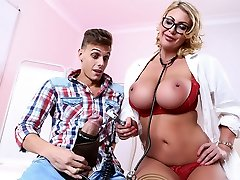 Leigh Darby & Chris Diamond en Desagradable Chequeo con el doctor Darby - Brazzers