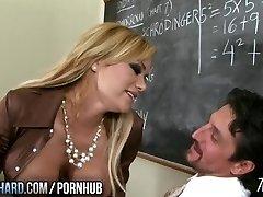 Kuuma milf vittuile opettaja