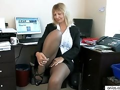 Secretary Housewife Fingering Her Mature Coochie