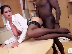 Bums Buero - German MILF fellates black shaft at the office