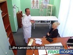 FakeHospital Βρώμικο γιατρός fucks busty πορνοστάρ