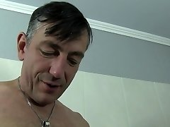 Reife Swinger - German inexperienced rides hard cock in the bath