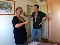 Franse rijpe Carole analfucked in kousen