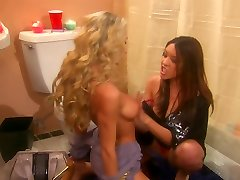 Sammie Rhodes and lusty gf unclothe each other in the toilet