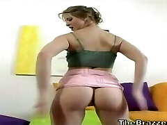 A loira teen tentar agitar o rabo no minskirt mas burro preguiçoso tremendo vergonha!
