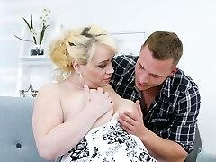 el tío se folla a la siguiente ama de casa regordeta natalie mientras que su marido está en un viaje de negocios