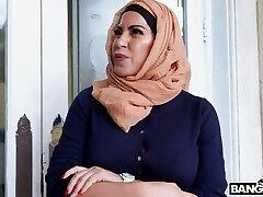 bootyful хиджаб леди вайолет майерс трахается собачка так чертовски идеально