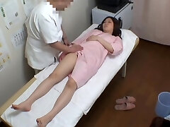 Chubby Ιαπωνικά έφηβος βρίσκεται σε μια ηδονοβλεψίας ερωτικό μασάζ διασκέδαση