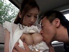 Egzotični Japanski chick Ariza Аидзава u napaljeni Velike sise, automobil isječak jau