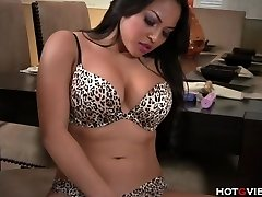 Real Curvaceous Asian�s Screaming Orgasm