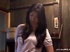 Mama Fingering Sebi Imati Orgazam Na Podu U Kuhinji