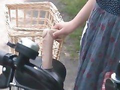 Ázijské teen sweeties dostať twats všetko mokré, pri jazde na bicykli