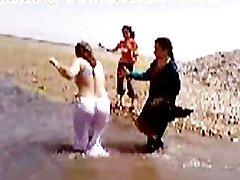 Pakistani Sindhi Karachi Aunty Nude River Bathtub