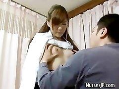Paciente de visita de la mujer de asia médico