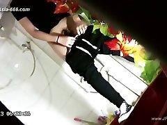 asian girls go to toilet.43