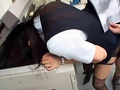 Jap doll pulverizes in the office with head in the photocopier