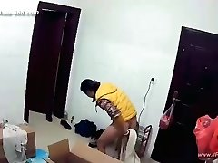 Hackers use the camera to remote monitoring of a lover's home life.225_2