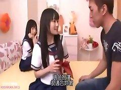 اليابانية الفتاة لطيف المداعبة ذروتها أصلع