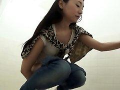 Fetish oriental urinating