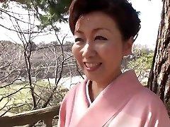 39 yr old Yayoi Iida Guzzles 2 Fountains (Uncensored)