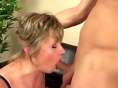 Homeboy fucks mature mummy rough and lovely