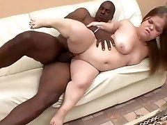 Midget slut with yam-sized butt goes black