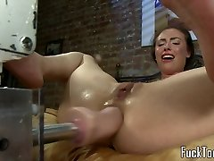 Stroking amateur squirts getting toyed
