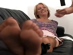 MILF nylon feet kittling