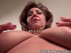 Pantyhosed mom whips out her naughty side