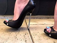 Jaw-dropping Feet Tease And Walking In High Heels Demonstrating Blue Toes