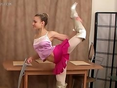 flexible gal Valentina Vladimirova (12-HD.wmv)