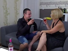 Amateur mature mommy plows her boy