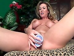 Flexible mature dildoing vag