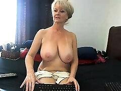 unexperienced meganrosex masturbating on live webcam