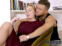 Matures Cock-squeezing Pussy Is Nailed By The Employers Horny Stepson