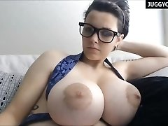 huge natural boobs live on web cam