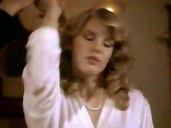 Retro chlap šuká sexy blondýnka Shauna Grant v posteli