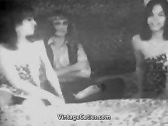 Vyras Fucks dvi Seksualios Merginos (1950 Vintage)