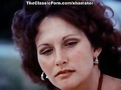 Linda Lovelace, Harry Reems, Dolly Sharp in classical orgy