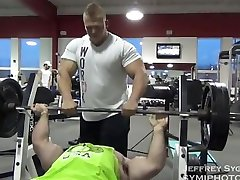 Offseason 250lbs bodybuilder training and posing