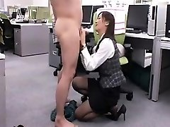 Enticing Japanese babe gets down on her knees and gives a nic