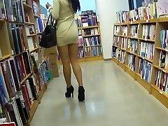 Leggy asian mega-slut upskirt no underpants