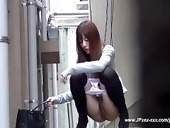 asian chicks go to the toilet.18