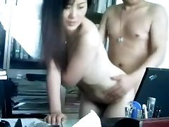Chinese boss fucks his assistant in the office ??????????????