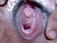 CLOSE-UP WET PUSSY FINGER-TICKLING