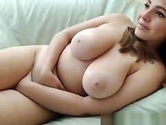 Natural Curvy Cutie....