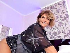 Cougar Whore Orgasming On Live Webcam